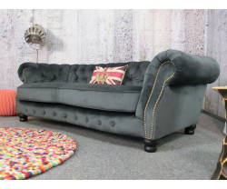 (2596) GIANT Chesterfield...